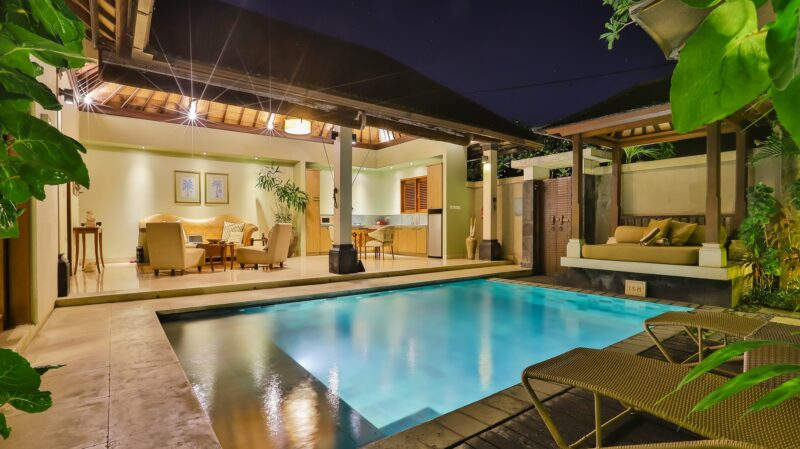 Iluminar una piscina hacia el exterior